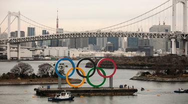 Cincin Olimpiade Raksasa Mejeng di Tokyo
