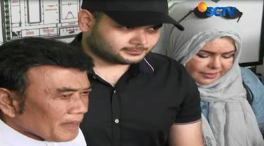 Ridho dijemput langsung bersama Rhoma Irama dan istri.