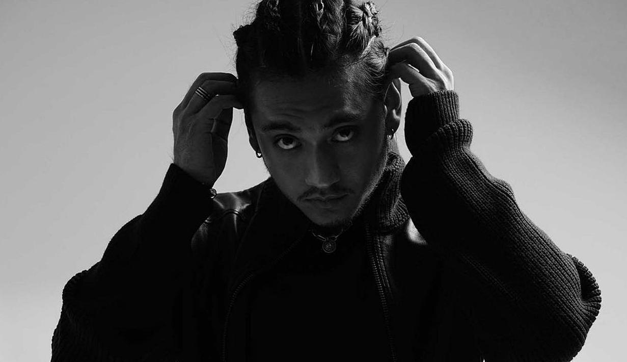 Aktor sekaligus model Giorgino Abraham memang kerap curi perhatian para penggemar. Selebriti dengan akun Instagram yang memiliki pengikut lebih dari 4 juta ini belakangan unggah penampilan baru. (Liputan6.com/IG/@giorgino_abraham)