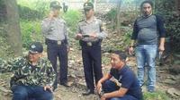 Sekitar 24 granat nanas ditemukan warga Tegal yang berharap menemukan emas batangan. (Liputan6.com/Fajar Eko Nugroho)