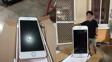 Beli iPhone Online, Pria Ini Malah Dapat Ponsel Seukuran Orang Dewasa