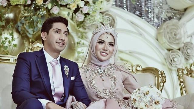 Gaun Pengantin Mewah Miliarder Medina Zein Istri Lukman Azhari
