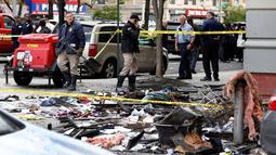 Penampakan sebuah apartemen yang terbakar di kawasan Harlem, New York, Amerika Serikat, Rabu (8/5/2019). Kebakaran terjadi pada Rabu dini hari waktu setempat. (AP Photo/Richard Drew)