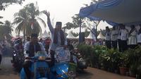 Vespa modifikasi memeriahkan parade ta'aruf MTQ Kota Tangerang. (Liputan6.com/Pramita Tristiawati)