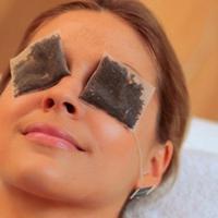mengatasi wajah berminyak dengan menggunakan kantung teh celup (via: istimewa)