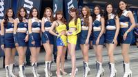 Umbrella Girls memeriahkan Asia Road Racing Championship (ARRC) 2018 di Buriram International Circuit, Thailand (Liputan6.com / Jonathan Pandapotan)