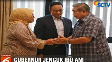 SBY yang tidak didampingi kedua putranya, berbincang-bincang dengan Anies dan istri.
