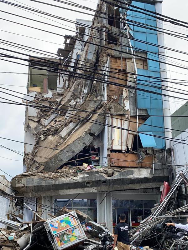 Ruko empat lantai di Palmerah, Jakarta Barat ambruk. (Dok Istimewa)