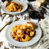ilustrasi pasta bolognese/Photo by Christine Siracusa on Unsplash