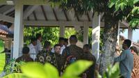 Prabowo Subianto saat berziarah ke makam leluhurnya di Dawuhan, Banyumas, Jawa Tengah. (Foto: Liputan6.com/Muhamad Ridlo)