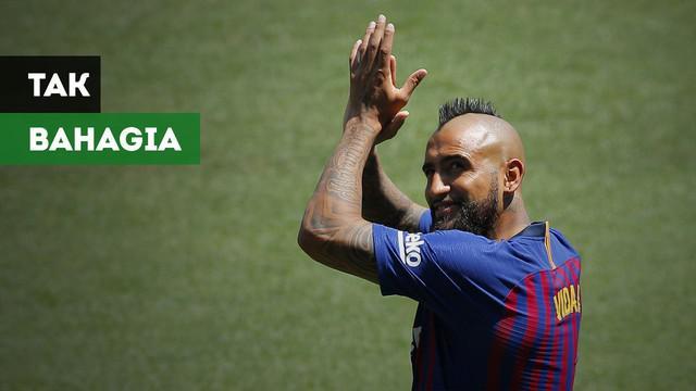 Arturo Vidal menyiratkan tak bahagia bersama klub barunya, Barcelona.