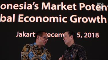 Kepala BKPM Thomas T Lembong (kanan) berbincang dengan Dirut Bank Mandiri Kartika Wirjoatmodjo saat pembukaan Market Outlook 2019 di Jakarta, Rabu (5/12). Market Outlook 2019 memberikan masukan update kebijakan pemerintah. (Liputan6.com/Angga Yuniar)