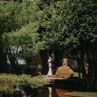 Wot Batu menjadi lokasi indah yang dipilih Tara Basro dan Daniel Adnan untuk melangsungkan pernikahan.