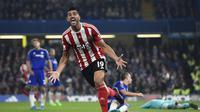 Pelle merayakan gol ke gawang Chelsea (Reuters)