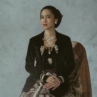 Dian Sastrowardoyo terlihat manis namun juga tegas. Hal ini terlihat dari pandangannya yang tajam saat memerankan Kartini. (sumber: Liputan6.com/IG/therealdisastr)