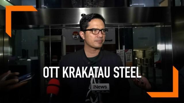 KPK lakukan OTT kepada Direktur Krakatau Steel. Sejumlah uang disita dalam operasi ini.