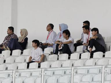 Pelatih Indonesia, Shin Tae-yong, menyaksikan laga PSM Makassar kontra Kaya FC-Iloilo pada laga Piala AFC di Stadion Madya, Selasa (10/3/2020). Shin Tae-yong memantau pemain yang akan dibawa untuk pemusatan latihan jilid dua. (Bola.com/M Iqbal Ichsan)