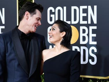 Pesona Kekasih Baru Jim Carrey di Golden Globe 2019