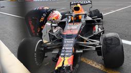 Verstappen tidak mengalami cedera apa pun. Namun, itu jadi pukulan besar bagi posisi pembalap asal Belanda itu di klasemen sementara F1 2021. (Foto: AFP/Natalia Kolesnikova)