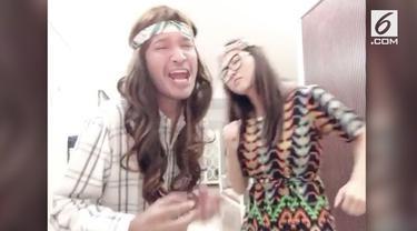 Ruben Onsu dan Sarwendah mencoba menghibur warganet dengan parodi lagu 'Suci dalam Debu'.