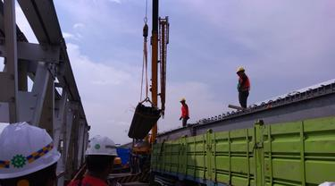 Kementerian PUPR Evakuasi Jembatan Cincin Lama yang Runtuh