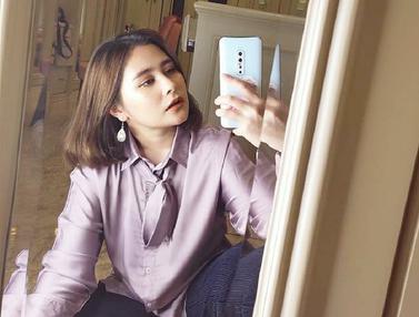 Gaya Prilly Latuconsina saat Mirror Selfie, Curi Perhatian