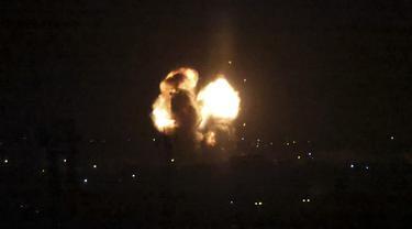 FOTO: Israel Lancarkan Serangan Udara Terhadap Gaza