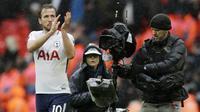 1. Harry Kane (Tottenham Hotspur) - 23 Gol (2 Penalti). (AP/Matt Dunham)