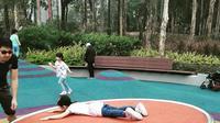 Salah satu permainan di Tuen Mun Park. Mainan ini adalah ayunan piring, yang menjadi salah satu pembelajaran agar anak tetap seimbang (dok Instagram @fortunecookiemomhttps://www.instagram.com/p/BrmJADPhmMk/Ossid Duha Jussas Salma)