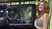 Berpredikat pameran otomotif internasional, IIMS tak absen dari wajah ayu rasa 'impor' para model asing.
