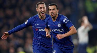 Selebrasi gol Pedro Rodriguez pada laga lanjutan Premier League yang berlangsung di stadion Stamford Bridge, London, Kamis (28/2). Chelsea menang 2-0 atas Tottenham Hotspur. (AFP/Adrian Dennis)