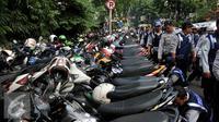 Parkiran motor. (Liputan6.com/Johan Tallo)