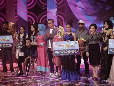 Suasana saat Fildan Rahayu dinobatkan sebagai pemenang Dangdut Academy 4 atau D'Academy 4 di Studio 5 Indosiar, Jakarta, Jumat (19/5). Dengan kemenangan ini, Fildan berhak mendapatkan hadiah uang tunai sebesar Rp 250 juta. (Liputan6.com/Faizal Fanani)