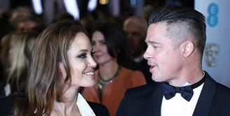 Perseteruan antara Angelina Jolie dan Brad Pitt memang sering terjadi belakangan ini. Namun kabarnya kini sudah menemukan persetujuan baru untuk masalah perceraian mereka. (AFP/Bintang.com)