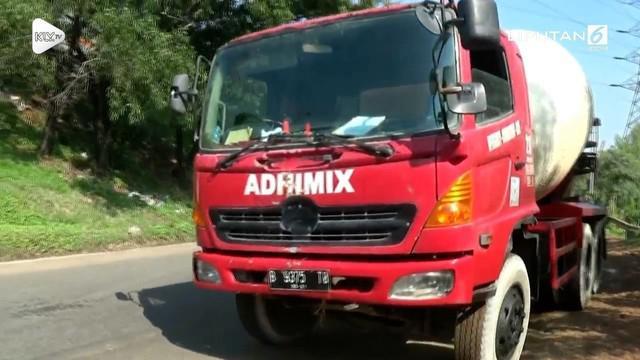 Sosialisasi pelarangan truk bermuatan diatas 8 ton melewati jalan Kalimalang telah dilakukan. Pelarangan diberlakukan karena kemacetan jalur Kalimalang yang semakin parah.