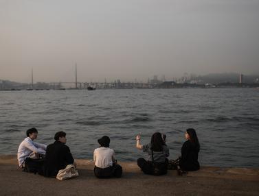 Menikmati Suasana Dermaga Pelabuhan Victoria di Hong Kong