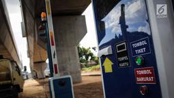 Mesin tiket parkir otomatis terpasang di lahan yang dijadikan park and ride untuk stasiun MRT (Moda Raya Terpadu) Lebak Bulus, Jakarta, Selasa (20/3). Dua park and ride mulai dibangun di Stasiun MRT Lebak Bulus dan Fatmawati. (Liputan6.com/Faizal Fanani)