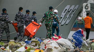FOTO: Operasi Pencarian dan Evakuasi Pesawat Sriwijaya Air SJ 182 Kembali Diperpanjang
