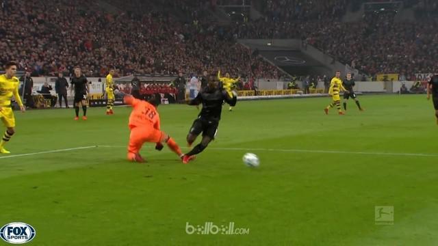 Berita video highlights Bundesliga, Stuttgart Vs Borussia Dortmund, Sabtu (18/11/2017). This video presented by BallBall.