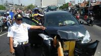 Kecelakaan tunggal menimpa pemudik di Cikampek (Abramena/Liputan6.com)