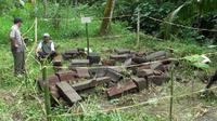 Benda-benda purbakala kembali ditemukan di daerah lereng Merapi (Liputan6.com / Edhie Prayitno Ige)