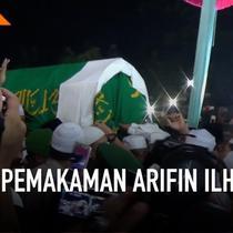 Jenazah Ustaz Muhammad Arifin Ilham dimakamkan di kompleks Pesantren Azzikra di Gunung Sindur, Kabupaten Bogor, Jawa Barat. Ribuan orang mengantar pemakamannya.