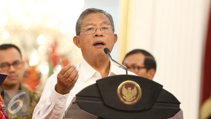 Menko Perekonomian Darmian Nasution saat mengumumkan paket kebijakan ekonomi tahap pertama di Istana Merdeka, Jakarta, Rabu (9/9/2015). (Liputan6.com/Faizal Fanani)