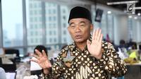 Menteri Pendidikan dan Kebudayaan (Mendikbud) Muhadjir Effendy saat media visit di SCTV Tower, Jakarta, Senin (14/5). (Liputan6.com/Herman Zakharia)