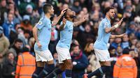 Selebrasi gol Raheem Streling pada laga lanjutan Premier League yang berlangsung di stadion Etihad, Manchester, Minggu (10/2). Manchester City menang 6-0 atas Chelsea. (AFP/Paul Ellis)