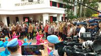 Polri memberikan penghargaan untuk Wapres Jusuf Kalla. (Liputan6.com/ Ady Anugrahadi)