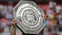 Trofi Community Shield. (AP Photo/Kirsty Wigglesworth)
