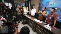 Kepala BNN Komjen Budi Waseso memberikan keterangan pers di Gedung BNN, Cawang, Jakarta, Selasa (22/12). keterangan pers terkait penangkapan kru maskapai penerbangan yang berpesta narkoba. (Liputan6.com/Immanuel Antonius)