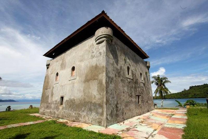 Benteng Beverwijk di Pulau Nusa Laut, Maluku. (kemdikbud.go.id)