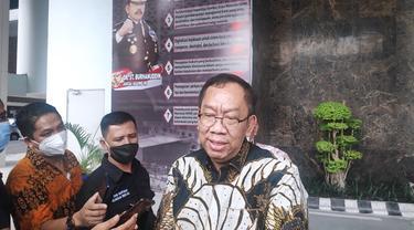 Asisten Intelijen Kejati Riau Raharjo Budi Kisnanto memberi keterangan terkait dugaan pemerasan Bupati Kuansing oleh oknum di Kejari Kuansing.